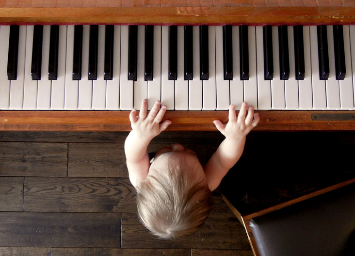 child playing piano keyboard