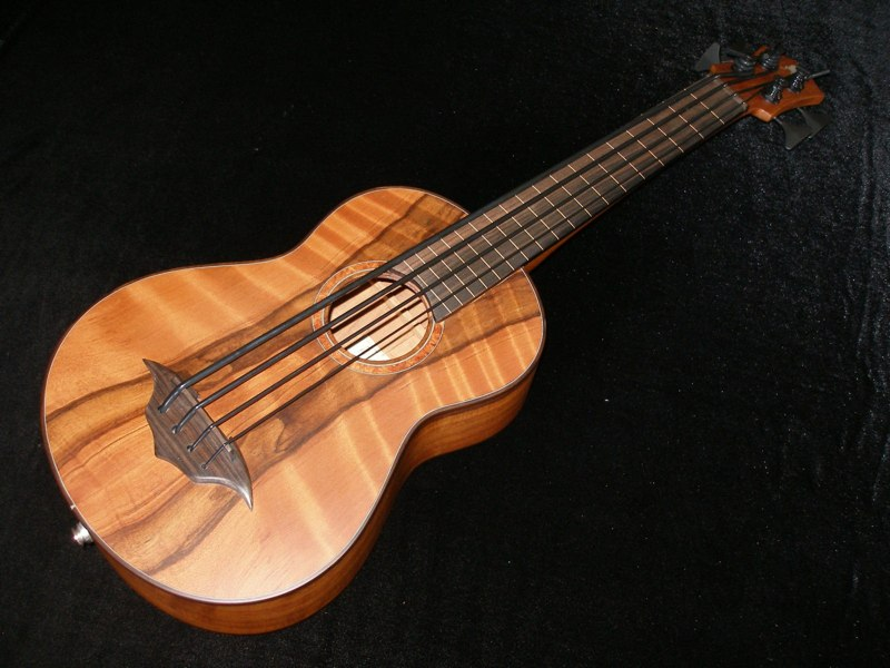 bass ukulele example