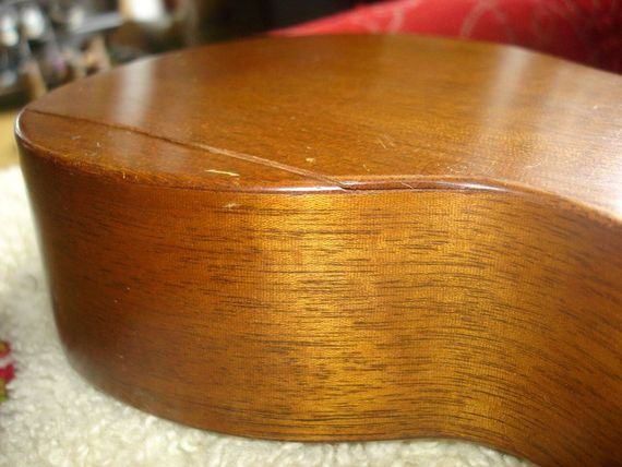 cracked ukulele humidity